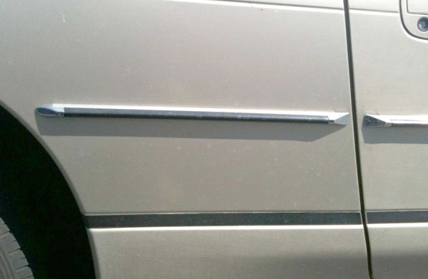 Rivet-on Body Side Molding